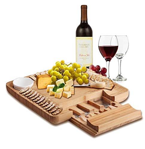 Bambù naturale Cheese Board & Charcuterie piatto con due Ramekans per salse e cassetto nascosto per posate - perfetto da formaggi, per regali di compleanno, matrimonio