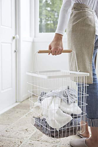 キャスターがついているタイプなら移動も楽チン。また個別で取っ手がついているので、持ち運びもしやすくなっていますが、階段を使って洗濯物を持ち運びする場合は2つ、3つのカゴを持ち運ぶのは少し不便かも。