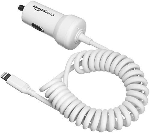 Amazon Basics - Cargador de coche con cable Lightning en espiral, de 5 V y 2,4 A, 0,45 m - Blanco