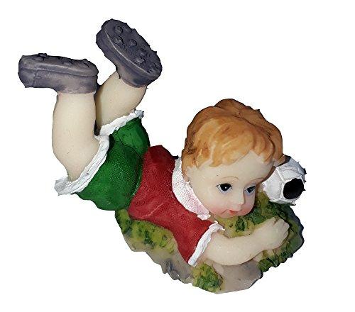 HOBI miniature figurine en résine peinte petit garçon jouant au foot petit footballeur maillot rouge short vert