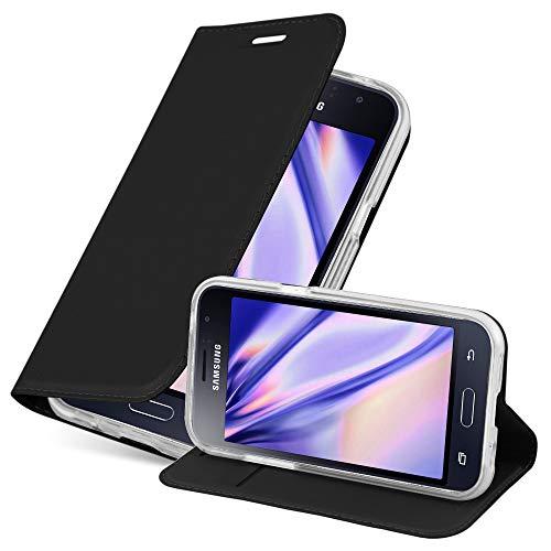 Cadorabo Custodia Libro per Samsung Galaxy J1 2016 in Classy Nero – con Vani di Carte, Funzione Stand e Chiusura Magnetica – Portafoglio Cover Case Wallet Book Etui Protezione