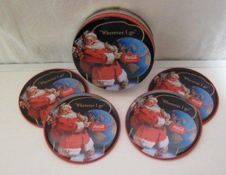 Coca Cola - Set di 4 sottobicchieri con motivo natalizio, Ø ca. 90 mm, in scatola di metallo