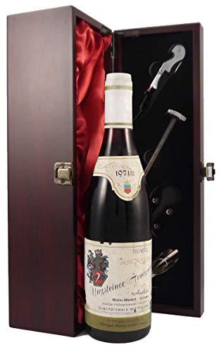 Ungsteiner Honigsackel 1971 Rheindfalz in einer mit Seide ausgestatetten Geschenkbox. Da zu vier Wein Zubehör, Korkenzieher, Giesser, Kapselabschneider,Weinthermometer, 1 x 750ml
