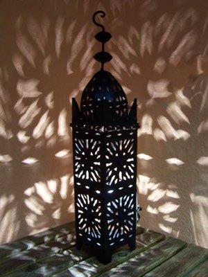 Orientalische Laterne aus Metall Schwarz Frane 50cm groß | Marokkanische Gartenlaterne für draußen, Innen als Tischlaterne | Marokkanisches Gartenwindlicht Windlicht hängend oder zum hinstellen