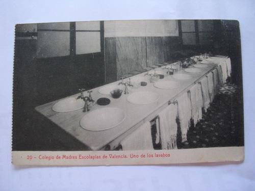 Antigua Postal - Old Postcard : Colegio de Madres Escolapias de Valencia. Uno de los lavabos