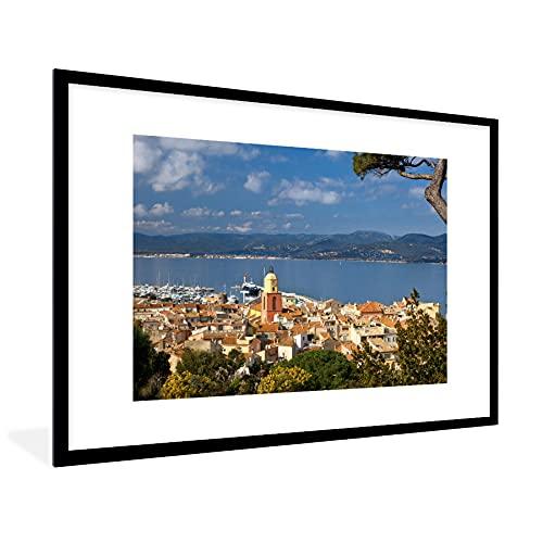 Poster met lijst Saint-Tropez – Poster met lijst Luchtfoto van Franse havenplaats Saint-Tropez – 90×60 cm