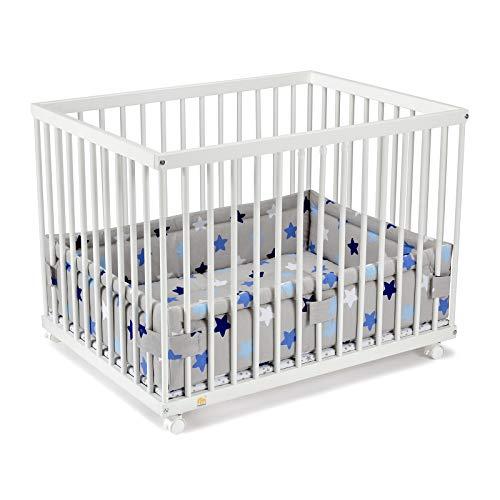 FabiMax Laufgitter 75x100 cm mit Laufgittereinlage blaue Sterne auf grau, stufenlos höhenverstellbar, Parkettrollen, Buche, weiß lackiert