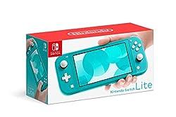 Nintendo Switch Lite è una console compatta, leggera e con comandi integrati che espande la famiglia Nintendo Switch La console è pensata per il gioco in mobilità La confezione contiene la console e il caricabatterie Fino a 8 giocatori possono colleg...