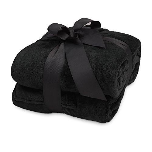 Lumaland TV Kuscheldecke mit Ärmeln aus weichem Coral Fleece mit Handytasche 170 x 200 + 50 cm Fußtasche schwarz