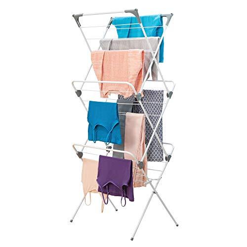 mDesign klappbarer Wäscheständer mit großer Ladekapazität auf 3 Ebenen – tragbares, kompaktes Trockengestell mit 27 Wäschestangen aus Metall und Kunststoff – weiß und grau