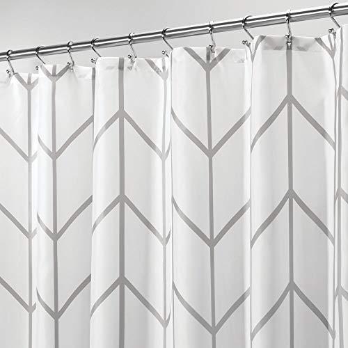 mDesign Cortina de ducha de poliéster – Accesorio de baño moderno para la ducha – Cortinas de baño impermeables con diseño de espiga – Cortinas para el baño de 183 cm x 183 cm – gris/blanco
