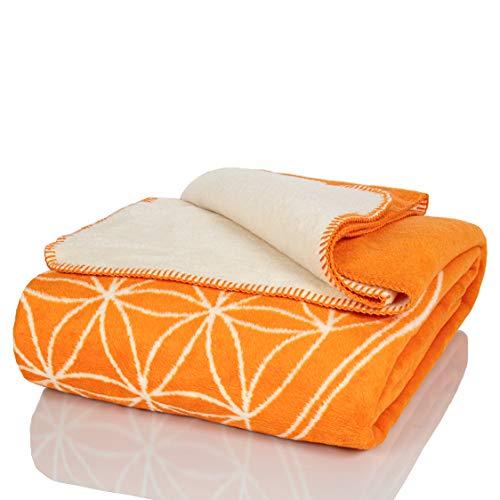 Glart - Manta XL de lana suave y gran capacidad térmica, mullida felpa para acurrucarse o cubrir el sofá, 150 x 200 cm, estampado de la flor de la vida naranja y crudo