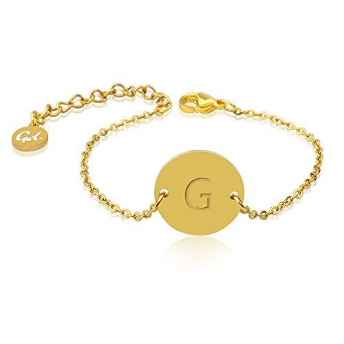 GD GOOD.designs EST. 2015  Bracciale Donna con Lettere in Oro, Ciondolo Iniziale Rotondo Placcato Oro 18 carati con Incisione a sbalzo (Lettera G)