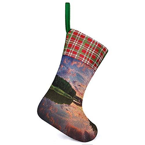 Medias colgantes de Navidad imagen escénica con reflexión y puesta de sol paisaje imagen accesorios azul verde familia colgante calcetines para Navidad decoración familiar 25,2 x 33,5 cm