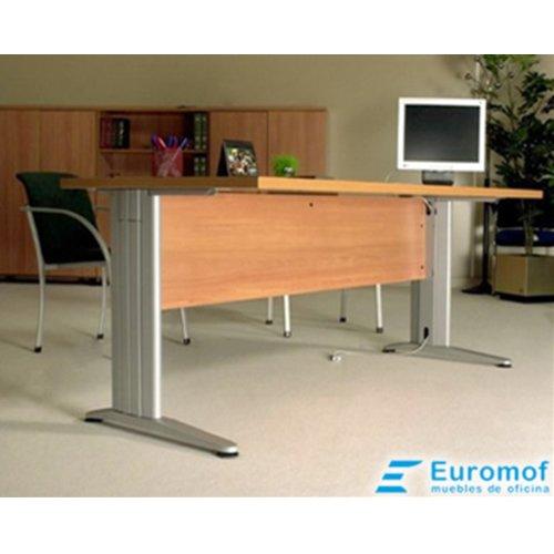 Mesa de Oficina. Euro 3000. Color Nogal. 140x80 cm. Patas en T de Metal.