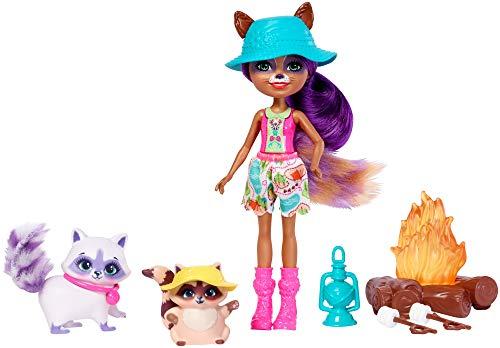 Mattel Enchantimals FJJ29 Themenpack Lagerfeuer-Freunde mit Waschbärmädchen Raelin Racoon und zwei Tierfreunden