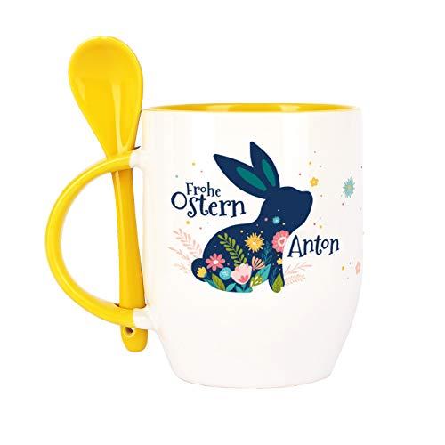Herz & Heim® Ostergeschenk Löffel-Tasse mit Wunschname Osterhase gelb
