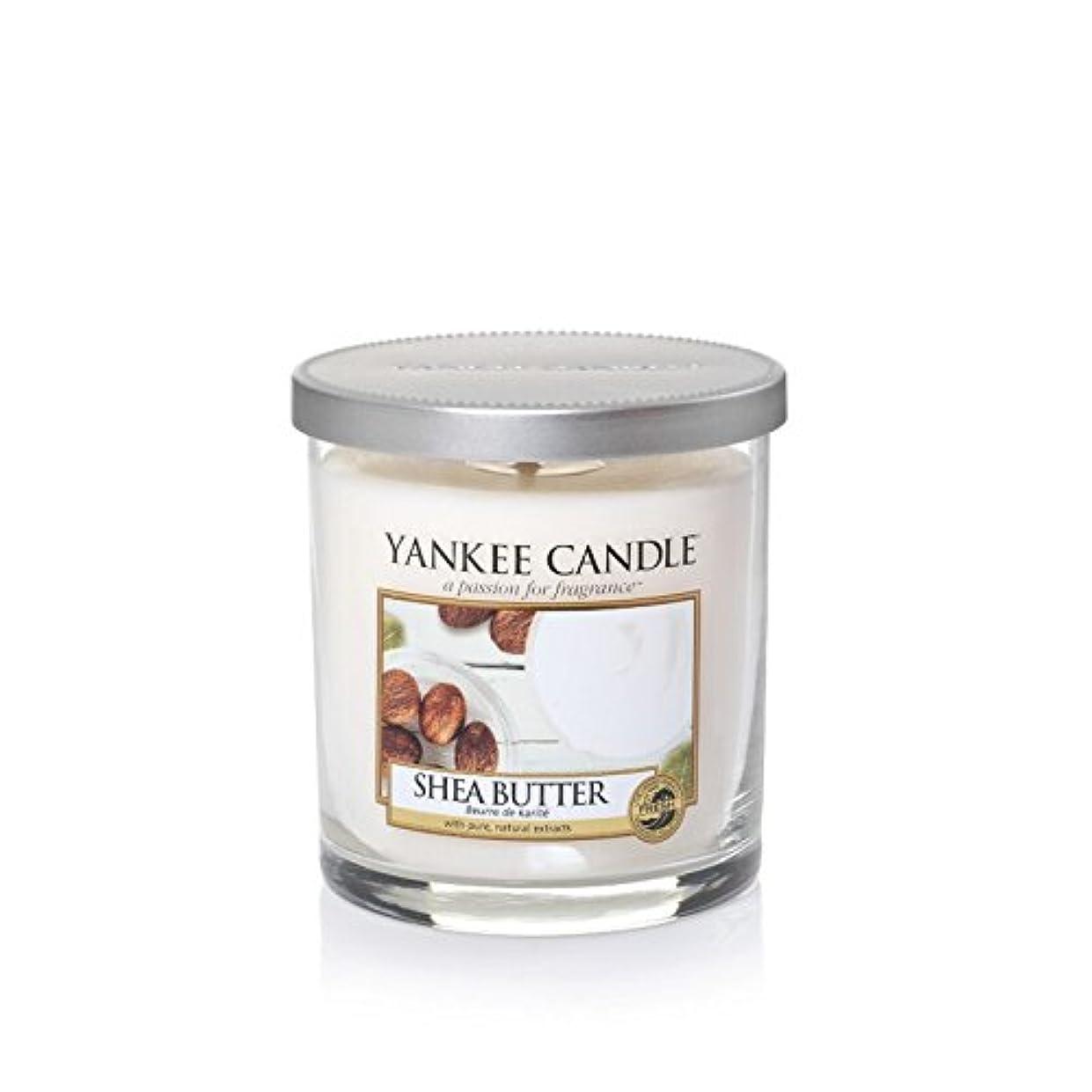 既婚七面鳥キャプションYankee Candles Small Pillar Candle - Shea Butter (Pack of 2) - ヤンキーキャンドルの小さな柱キャンドル - シアバター (x2) [並行輸入品]