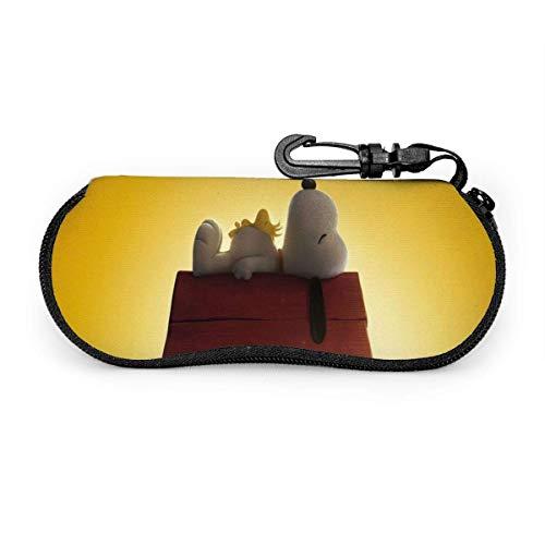 Estuche para gafas Cartoon Snoopy Cute Puppy Roof Sleeping Gafas de sol Estuche Ultra suave Neopreno con cremallera Estuche para anteojos con clip para cinturón