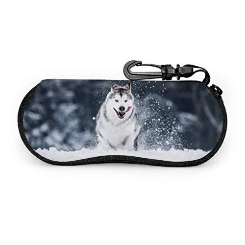 AEMAPE Alaskan Malamute Running On Snow Estuche para anteojos Estuche para gafas de sol delgadas Estuche ligero para mujer con cremallera, Estuche blando para anteojos para niños