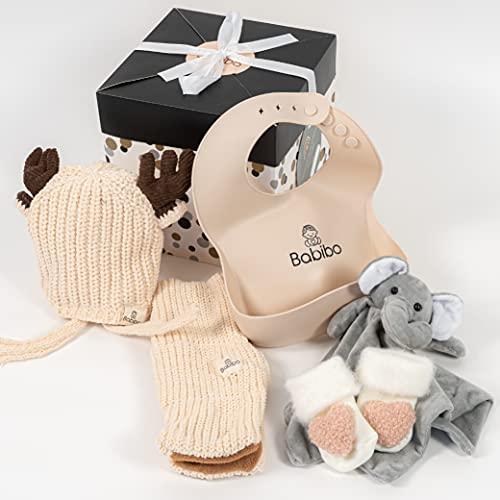 Babibo - Geschenk zur Geburt Mädchen - 5 in 1 Geschenkset - Mutterschaftspaket - Babygeschenk - Babysocken - Kuscheltuch - Babymütze - Babyschal - Babylätzchen - Fünfteiliges Geschenk