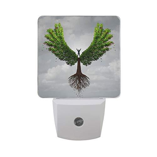 AOTISO Baum des Lebens in Engelsflügel Form Person stehen hellen Himmel fliegen zum Erfolg Symbol Auto Sensor Nachtlicht Plug in Indoor