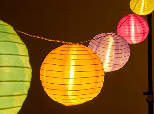 AMARE LED Lichterkette mit 15 XXL Lampions mit 15 cm Durchmesser, strombetrieben mit 6 h Timer und IP44 Außentransformator CE + GS, bunt, Kette 7 m, Länge der Zuleitung: ca. 10 m