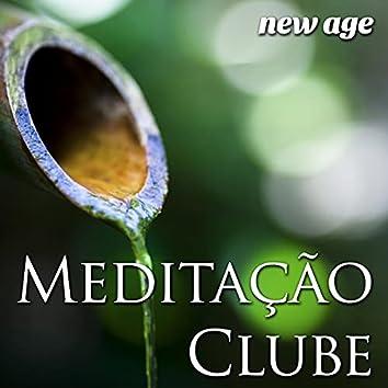 Meditação Clube - Música Perfeita para Relaxar ou Contemplar Silenciosamente em meio à Natureza com Efeitos Sonoros de Chuva, Ondas do mar, Rãs e Vento, Melodias de piano e Música New Age