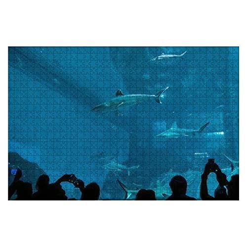 1000 Stück Singapur 1. Juli 2019 Menschen beobachten Haie in einem riesigen Aquarium in großen Puzzles für Erwachsene Lernspielzeug für Kinder Kreative Spiele Unterhaltung Holzpuzzles Home Decor