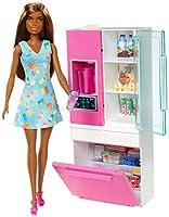 barbie- bambola bruna playset arredamento con frigorifero, distributore d'acqua e accessori giocattolo per bambini 3+ anni, ghl85