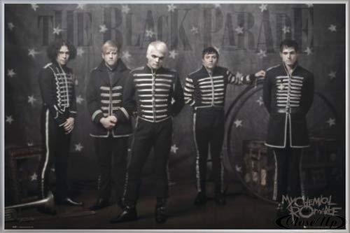 Close Up My Chemical Romance Poster (62x93 cm) gerahmt in: Rahmen Silber matt