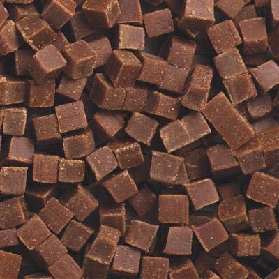 100 g   Pequeños trozos de chocolate hechos a mano sin gluten con relleno de leche condensada y mantequilla para helados y postres, tartas y dulces