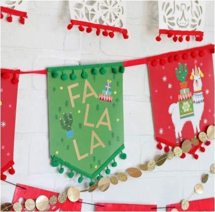 XOXO. 1 Piece Festive Christmas Garland