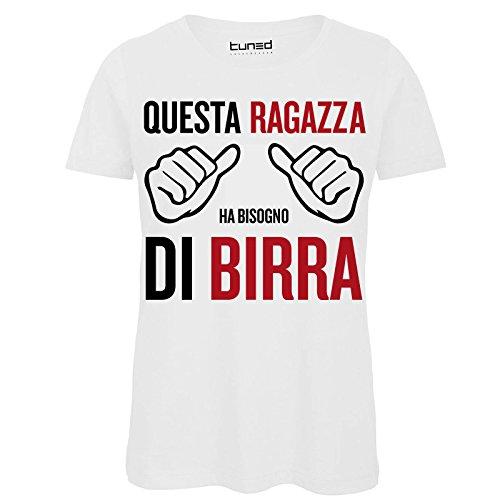 CHEMAGLIETTE! T-Shirt Divertente Donna Maglietta con Frase Questa Ragazza Ha Bisogno di Birra Tuned, Colore: Bianco, Taglia: M