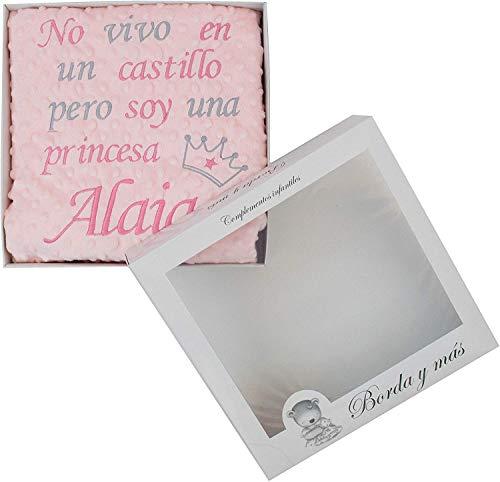 Manta bebé con frase bordada y personalizada con nombre, para carrito y/o minicuna. Varios colores disponibles (Rosa)