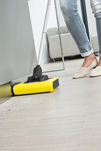 Kärcher Akkubesen KB 5 (Akkulaufzeit: bis zu 30 min auf Hartböden, ergonomische Reinigung ohne Bücken, randnahes Kehren, platzsparende Aufbewahrung, Parkposition, automatische An-/ Ausschaltung) - 2