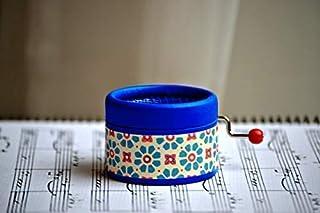Piccolo carillon a manovella azzurro con melodia Clair de Lune di Debussy. Ideale come regalo