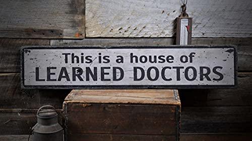 by Unbranded Learned Doctors Segno medico, segno medico, regalo medico, decorazione da parete del medico, casa dei dottori, cartello in legno rustico fatto a mano per medico