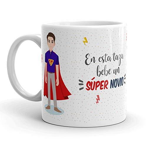 Kembilove Taza de Café para Novio – Aquí Bebe un Super Novio – Taza de Desayuno para Familia – Regalo Original para Familiares, Navidad, Aniversarios – Taza de Cerámica de 350 ml