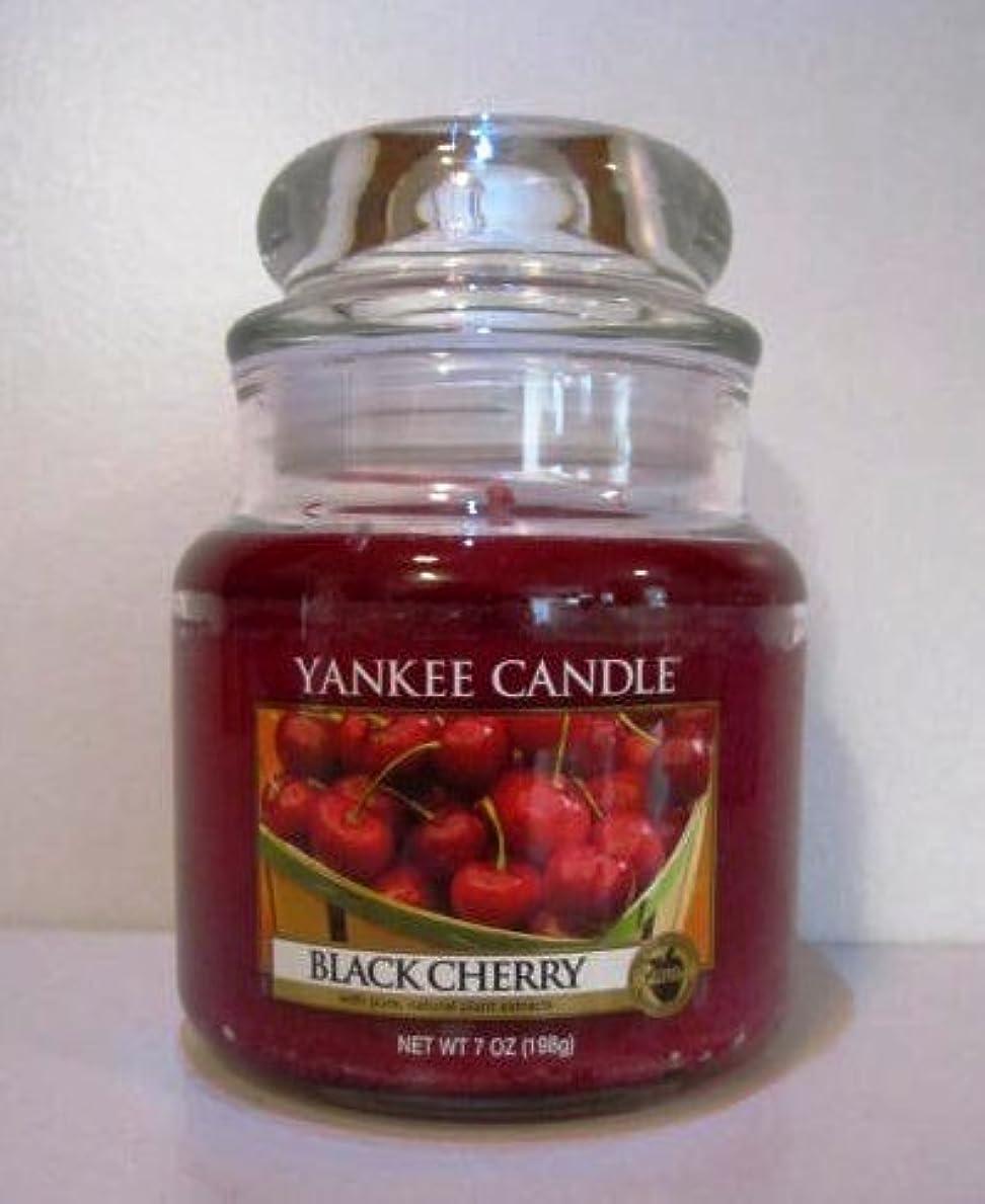鋭く低下努力するYankee Candle 7 oz Housewarmer Jar Candle BLACK CHERRY by Yankee Candle [並行輸入品]