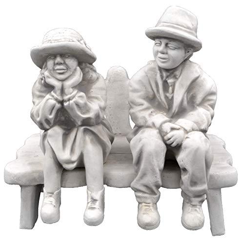 gartendekoparadies.de Massive Steinfigur Mann und Frau auf Sitzbank Gartendeko Steinguss frostfest
