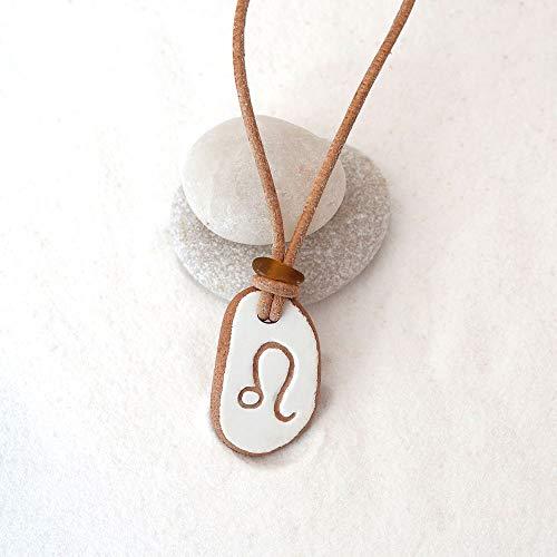 Halskette aus Meerkeramik und Seeglas mit Gravur Sternzeichen Löwe