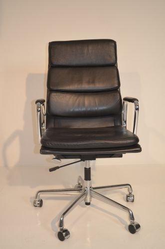 Bureaustoel-, conferentiestoel Vitra Soft Pad EA219, leer zwart, kantelfunctie, draaibaar, wielen