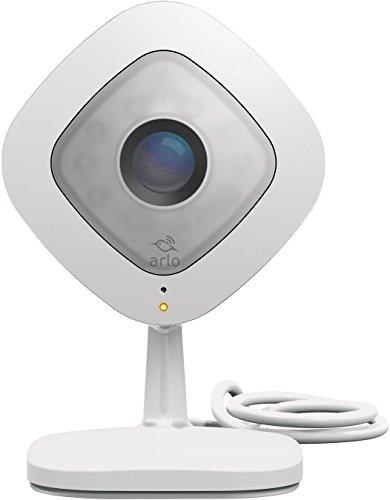 Arlo VMC3040-100PESQ Smart Caméra Filaire Surveillance 24 H/24 et 7 J/7 en Toute Simplicité Grâce à l'Alimentation Secteur, son Bidirectionnel, Vision Nocturne Optimisée