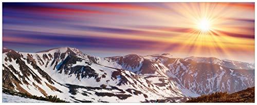Wallario Glasbild Farbenfroher Sonnenuntergang im Winter - Schnee in den Bergen - 50 x 125 cm in Premium-Qualität: Brillante Farben, freischwebende Optik