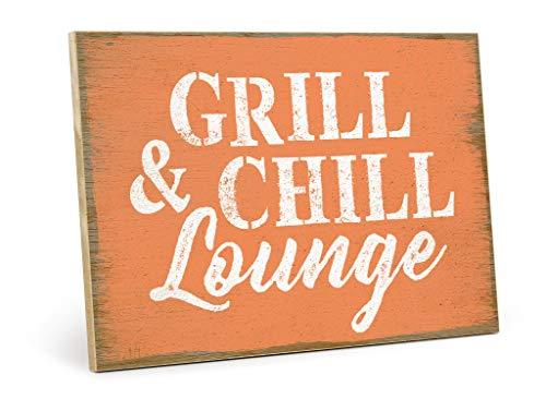 TypeStoff Holzschild mit Spruch – Grill & CHILL Lounge – aus MDF-Holz, Schild, Wandschild, Türschild, Holztafel, Holzbild mit Zitat als Geschenk und Dekoration (19,5 x 28.2 cm)