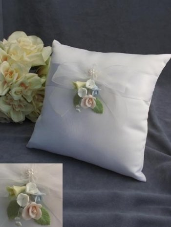 Pastel Rose Wedding Ring Bearer Pillow: Pillow Color: Ivory