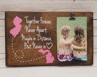 Bilderrahmen mit großer Distanz Geschenk für Freundin, Schwester, Oma, Holz-Fototafel, Bildclip, Together Forever Never Apart