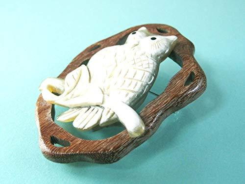 訳あり アウトレット 水牛 ふくろう 彫ブローチ 縦77×横56ミリ 木製枠 日本熟練した職人が 手彫り ハンドメイド バッファローホーン アクセサリー