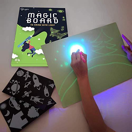 iLight - Nueva Pizarra Infantil Mágica de Dibujo con Luz - Juego de Pintar para Niños Niñas de 3 a 9 años Fomenta la Creatividad - Incluye Tablero + 1 Bolígrafo de Luz + 2 Plantillas [Tamaño A